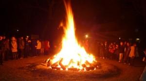 夜間 初詣 焚き火