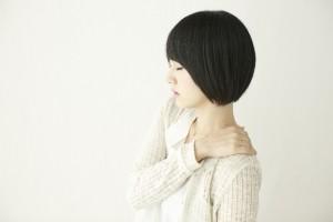肩こりを感じる女性