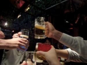 仲間 乾杯 飲み
