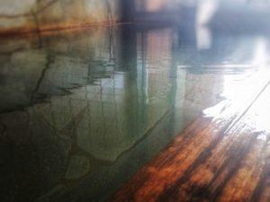 温泉 湯船