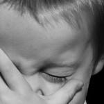 流行性角結膜炎の症状と潜伏期間は?出席や出勤停止期間は?