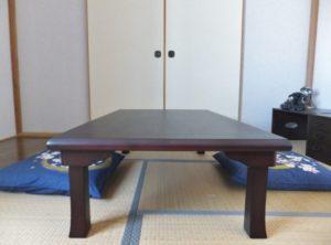 旅館の和室 テーブルと座布団