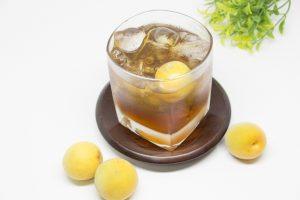 梅の実入り梅酒ロック