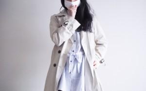 マスク 咳 コートの女性