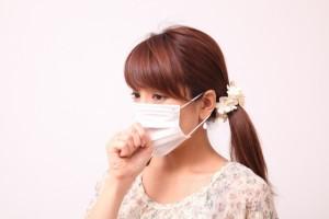 女性 マスク 咳