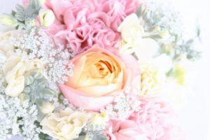 淡い色合いの花束