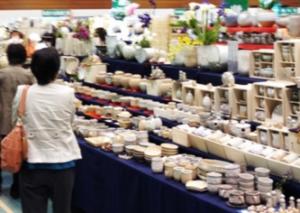 萩焼祭り 陳列されたたくさんの陶器
