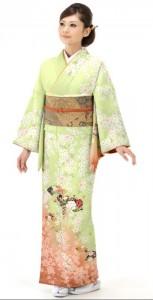 訪問着を着た女性 若草色 桜色