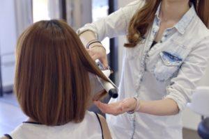 女性 ミディアム 髪
