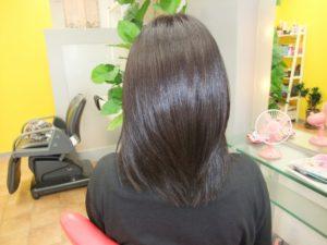 女性 セミロング 髪