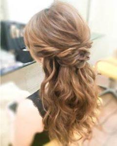 ハーフアップ 女性 髪型