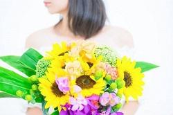 花束 女性 髪