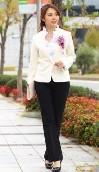 白ジャケット 黒パンツ 入学式 母親