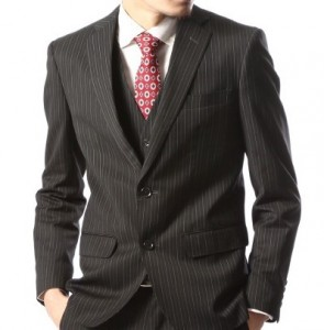 ストライプスーツ ブラック 赤ネクタイ
