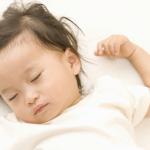 赤ちゃんの下痢(緑・黄)の原因。治らない時の対処方法と離乳食。