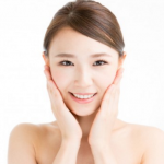 顔のテカリの原因と抑える方法。鼻やおでこのお手入れと対策。