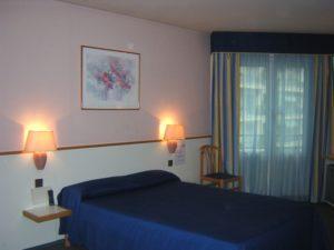 ホテルの部屋 ベッド