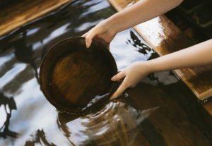 温泉 風呂桶