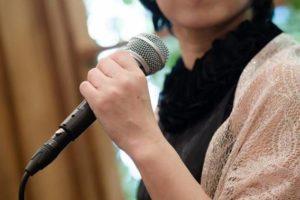 マイク 女性 スピーチ 結婚式