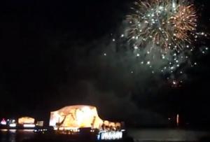 青森ねぶた祭り 海上運行 花火