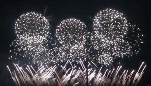 盛大な打ち上げ花火