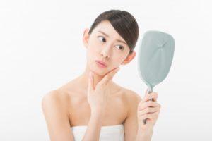 顔 女性 鏡 美容