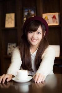 笑顔 女性 カフェ