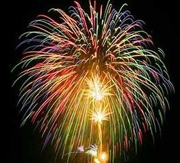 巨大で華やかな打ち上げ花火
