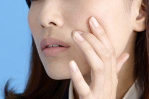 女性 顔 肌