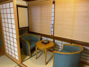 旅館の和室 テーブルと椅子
