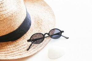 紫外線 対策 帽子 サングラス