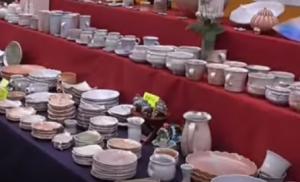 萩焼祭り 並べられたさまざまな陶器