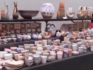 萩焼祭り たくさんの陶器
