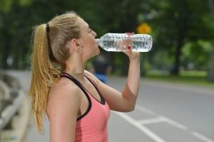 女性 スポーツ 水分補給