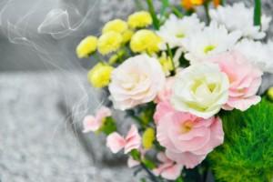 お花 線香の煙 お墓