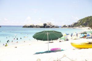 砂浜 海水浴 ビーチパラソル
