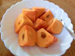 食べごろサイズに切った柿