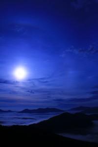 満月 夜の海