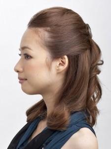 女性 髪型 ハーフアップ