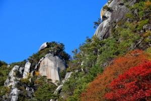 昇仙峡の岸壁と紅葉