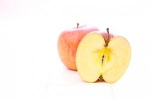 半分に切ったりんご
