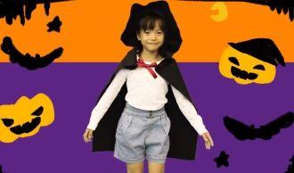 ハロウィン マントと帽子をつけた女の子