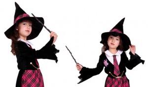 ハロウィン 魔女のコスプレをした女の子