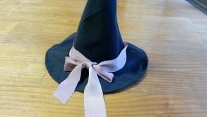 手作りの魔女のとんがり帽子