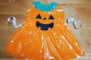 ハロウィン カラーポリ袋で手作りしたかぼちゃ衣装