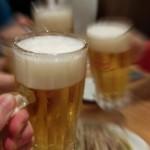 忘年会 ビール 乾杯