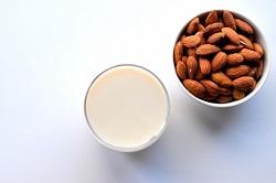 アーモンドミルク 栄養豊富