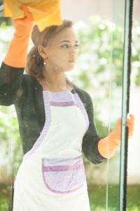 窓拭き 女性