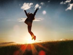 女性 バンザイ ジャンプ