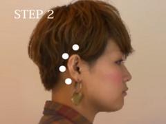 耳の後ろ 頭皮マッサージ
